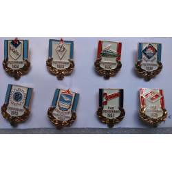 lot de 8 broches pin's russes création marques commémoratives