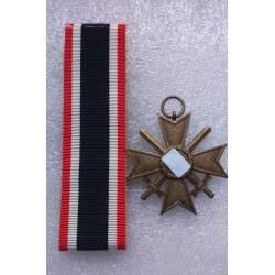 Allemagne 3e Reich : Croix du Mérite de Guerre 2e classe avec épées (KVK 2)