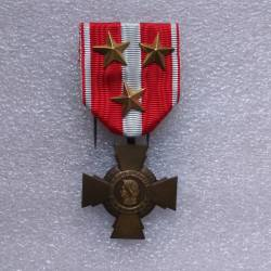 Croix de la Valeur Militaire avec 3 étoiles d'or